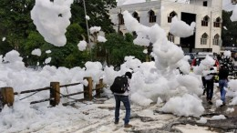 It's Snowing Toxic Flammable Foam In Bangalore, India!-5