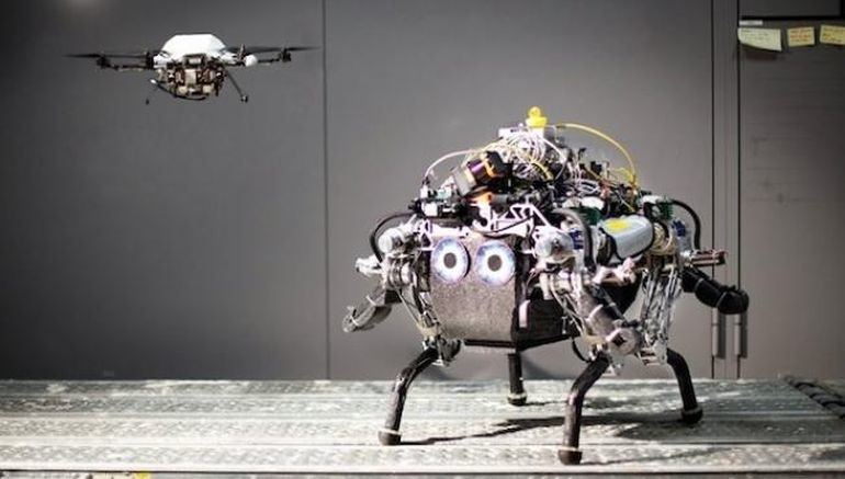 Walking Robot Relies On Drone For Navigation Suppport03