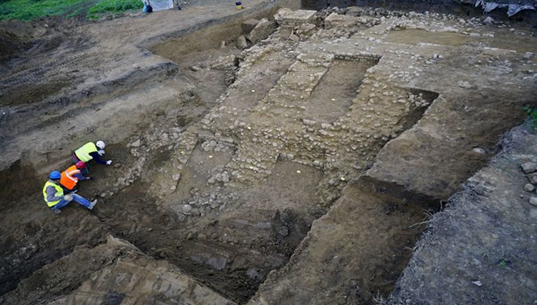 Archaeologists Unearth Ancient Roman Amphitheater In Tuscany-1