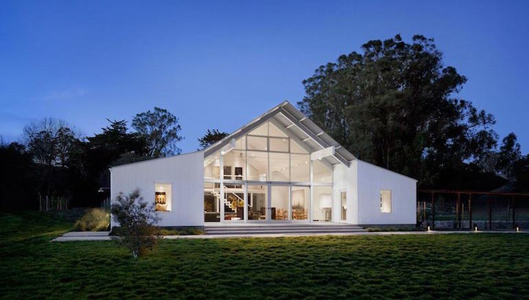 Modernist Barn House Boasts Amazing Eco-Friendly Features-1