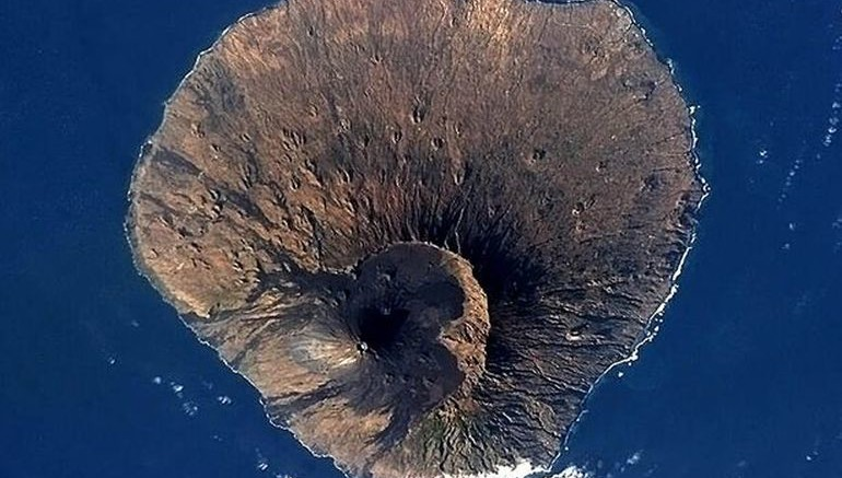 Ancient Volcano Collapsed During Eruption, Generating Megatsunami-1