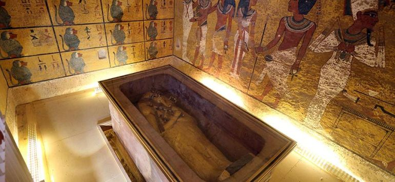 King Tut's Tomb Could House Remains Of Other Family Members-3