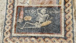 Archaeologists_cheerful_Skeleton_Mosaic_Turkey_1