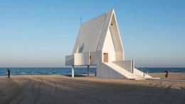 China's Seashore Chapel Looks Like A Floating Ship At High Tide