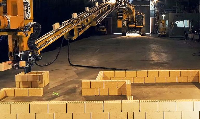 Meet Hadrian X, a powerful robot that can build a house in 2 days by laying 1,000 bricks per hour-2