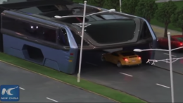 China Unveils Full-Sized Prototype Of Bizarre Traffic-Straddling Bus-5