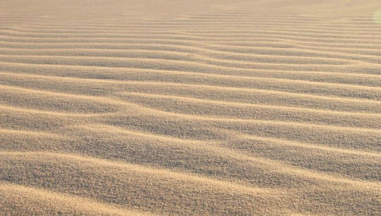 Scientists In Abu Dhabi Are Using Sand To Store Solar Energy-4