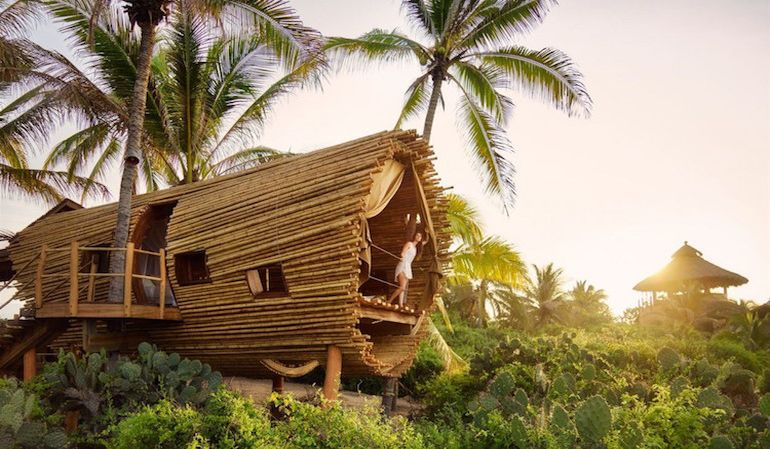 stunning-cylindrical-treehouse-in-mexico-runs-on-solar-power-1